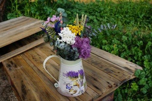 jarra-de-lavanda-con-siemprevivas-secas-y-flores-preservadas_4